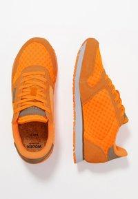 Woden - Ydun Suede Mesh - Baskets basses - bright orange - 3