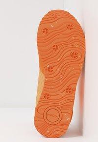 Woden - Ydun Suede Mesh - Baskets basses - bright orange - 6