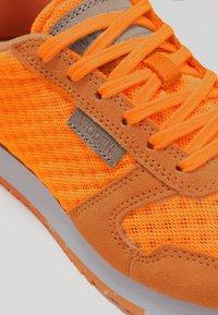 Woden - Ydun Suede Mesh - Baskets basses - bright orange - 2