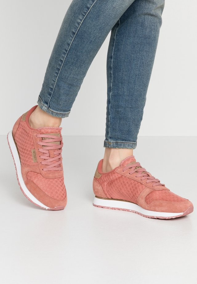 Ydun Suede Mesh - Matalavartiset tennarit - canyon rose