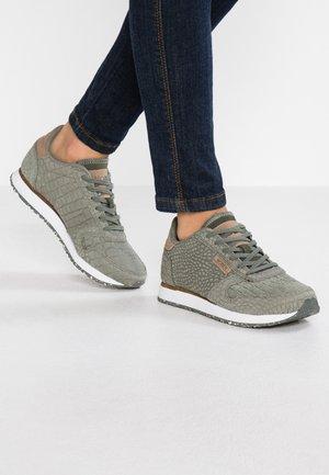 YDUN CROCO - Sneaker low - aqua