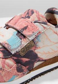 Woden - MIRA FLOWER KIDS - Sneakersy niskie - rose - 2