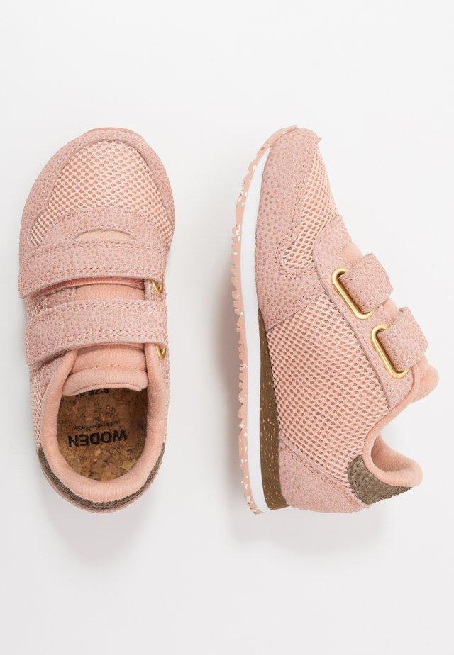 SANDRA - Sneaker low - pink sand
