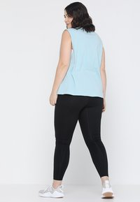 Wolf & Whistle - KNOT FRONT VEST CURVE - Top - sky - 2