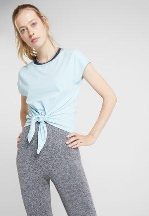 TIE FRONT - T-shirt imprimé - light blue