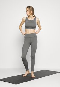 Wolf & Whistle - PERFORMANCE  - Top - grey - 1