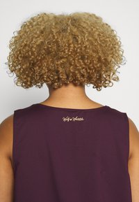 Wolf & Whistle - EXCLUSIVE - Top - plum - 5