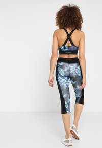 Wolf & Whistle - PRINTED CROP LEGGINGS - 3/4 sports trousers - black/blue - 2