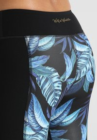 Wolf & Whistle - PRINTED CROP LEGGINGS - 3/4 sports trousers - black/blue - 5