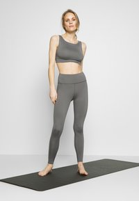 Wolf & Whistle - EXCLUSIVE LEGGINGS - Legging - grey - 1