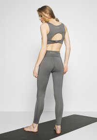 Wolf & Whistle - EXCLUSIVE LEGGINGS - Legging - grey - 2
