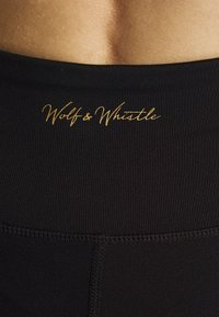 Wolf & Whistle - EXCLUSIVE SHORT LEGGINGS WITH PANELS - Pantaloncini 3/4 - black - 4