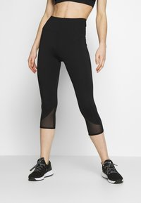 Wolf & Whistle - EXCLUSIVE SHORT LEGGINGS WITH PANELS - Pantaloncini 3/4 - black - 0
