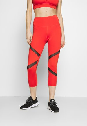 EXCLUSIVE CROPPED PANEL LEGGINGS - Legginsy - red
