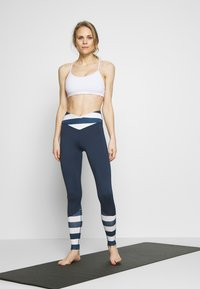 Wolf & Whistle - LEGGINGS WITH STRIPED PANELS - Tights - blue - 1
