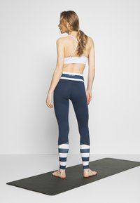 Wolf & Whistle - LEGGINGS WITH STRIPED PANELS - Tights - blue - 2