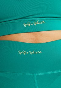 Wolf & Whistle - EXCLUSIVE LEGGINGS WITH REFLECTIVE STRIPS - 3/4 sportovní kalhoty - teal - 4