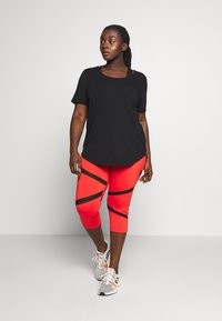 Wolf & Whistle - EXCLUSIVE CROPPED PANEL LEGGINGS - 3/4 sportovní kalhoty - red - 1