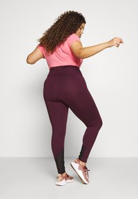 Wolf & Whistle - EXCLUSIVE LEGGINGS WITH PANELS - Punčochy - plum - 2