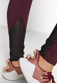 Wolf & Whistle - EXCLUSIVE LEGGINGS WITH PANELS - Punčochy - plum - 3
