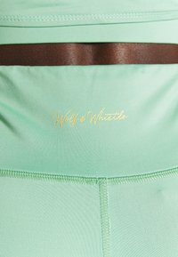 Wolf & Whistle - SHORTS - Leggings - green - 4
