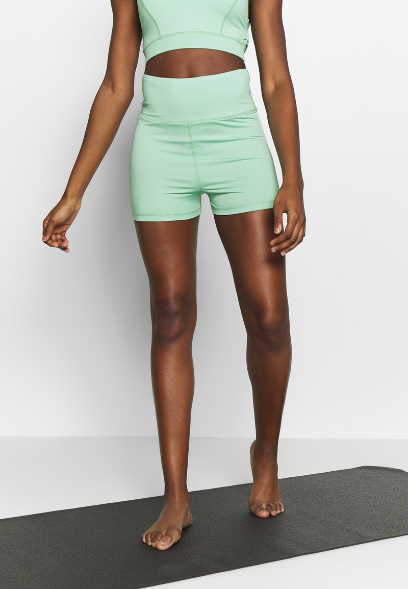 Wolf & Whistle - SHORTS - Leggings - green