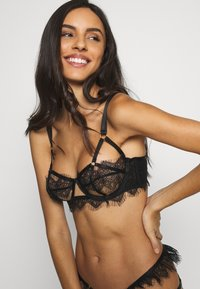 Wolf & Whistle - CHANTAL PLACEMENT CAGE BRA - Underwired bra - black - 3