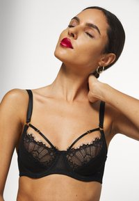Wolf & Whistle - STRAPPY BRA - Soutien-gorge push-up - black - 5
