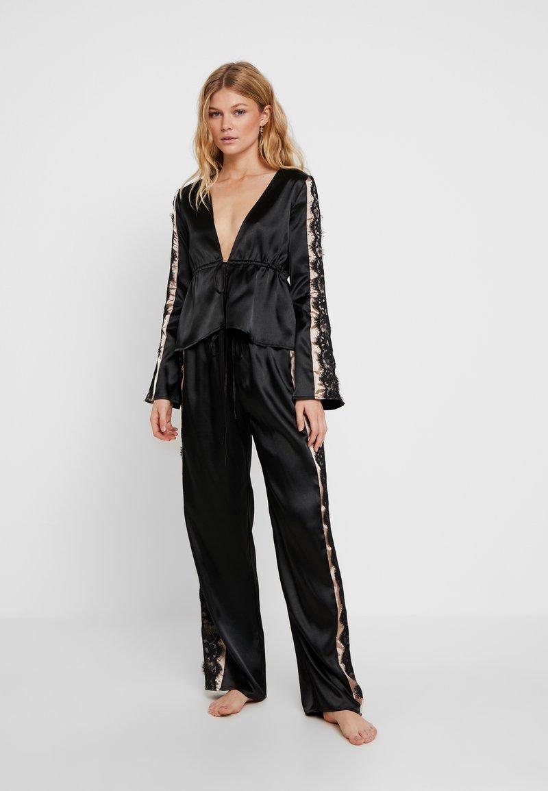 Wolf & Whistle - MORGAN TIE FRONT SET - Pyjamas - black