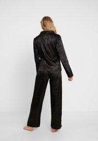Wolf & Whistle - EDEN KNOT FRONT SET - Pyjamas - black - 2