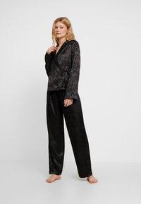 Wolf & Whistle - EDEN KNOT FRONT SET - Pyjamas - black - 0