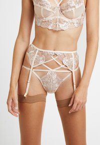 Wolf & Whistle - GRACE BLUSH EMBROIDERED SUSPENDER BELT - Sukkanauhaliivit - cream - 0