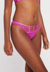 Wolf & Whistle - CUT OUT BRAZILLIAN BRIEF - Slip - pink - 0