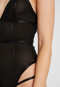 Wolf & Whistle - JADE PANELLED - Body - black
