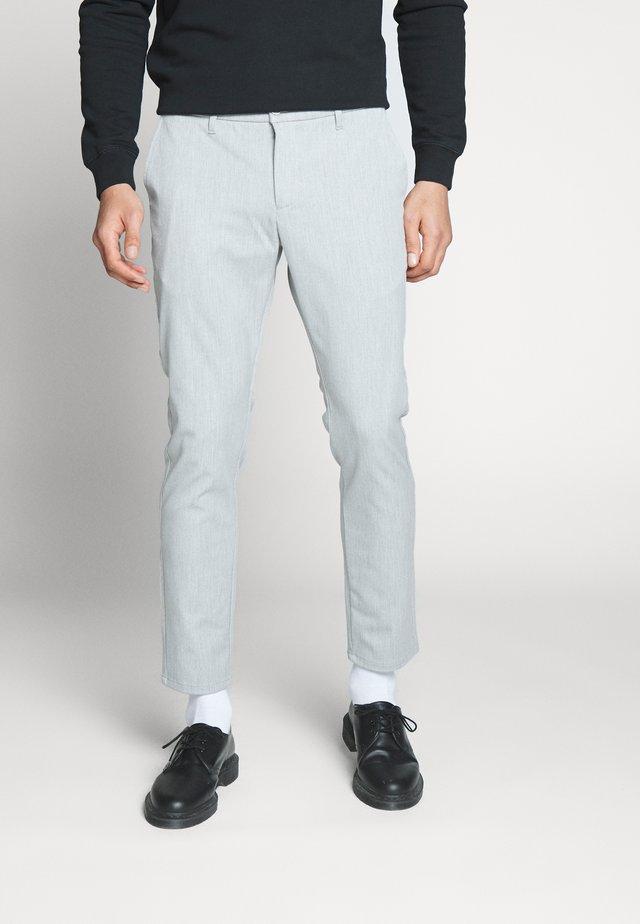 STEFFEN PANT - Spodnie materiałowe - snow melange