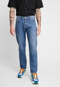 Woodbird - DAD FIT - Džíny Relaxed Fit - blue vintage - 2