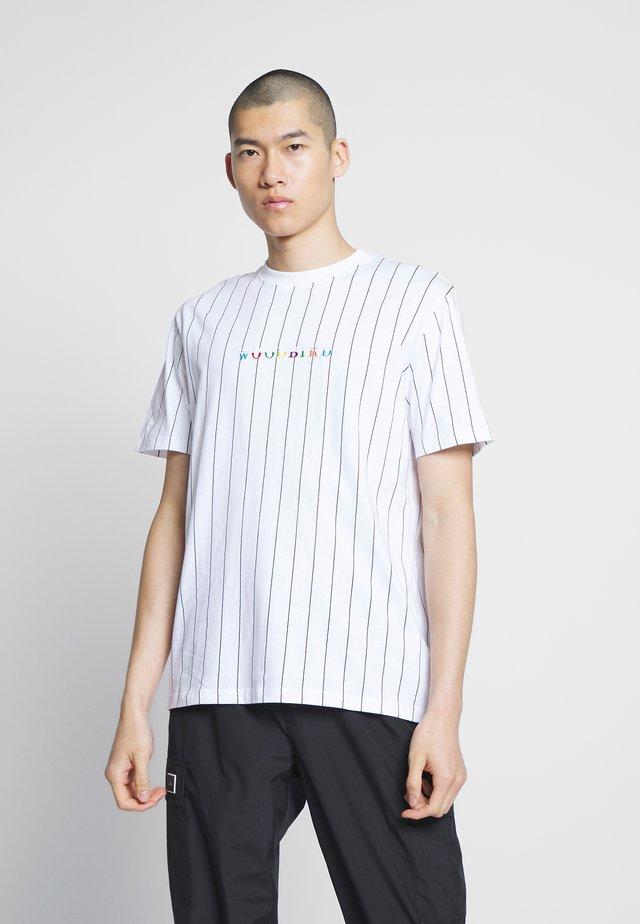 FONG TEE - Printtipaita - white