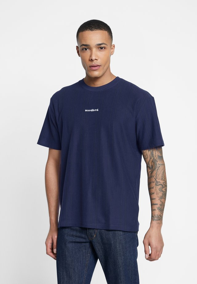 SOCCER TEE - T-shirt z nadrukiem - navy