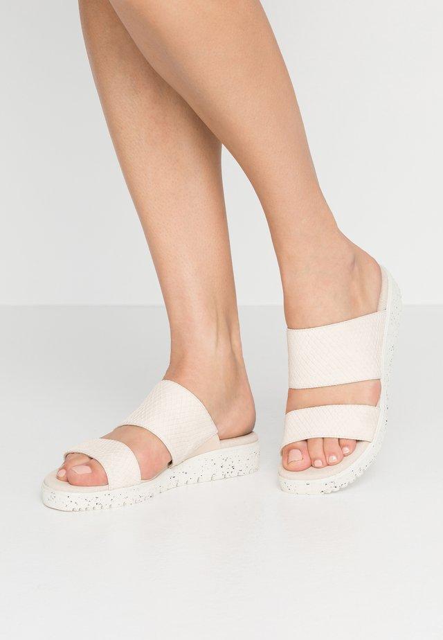 Pantofle - gaz nata/hielo