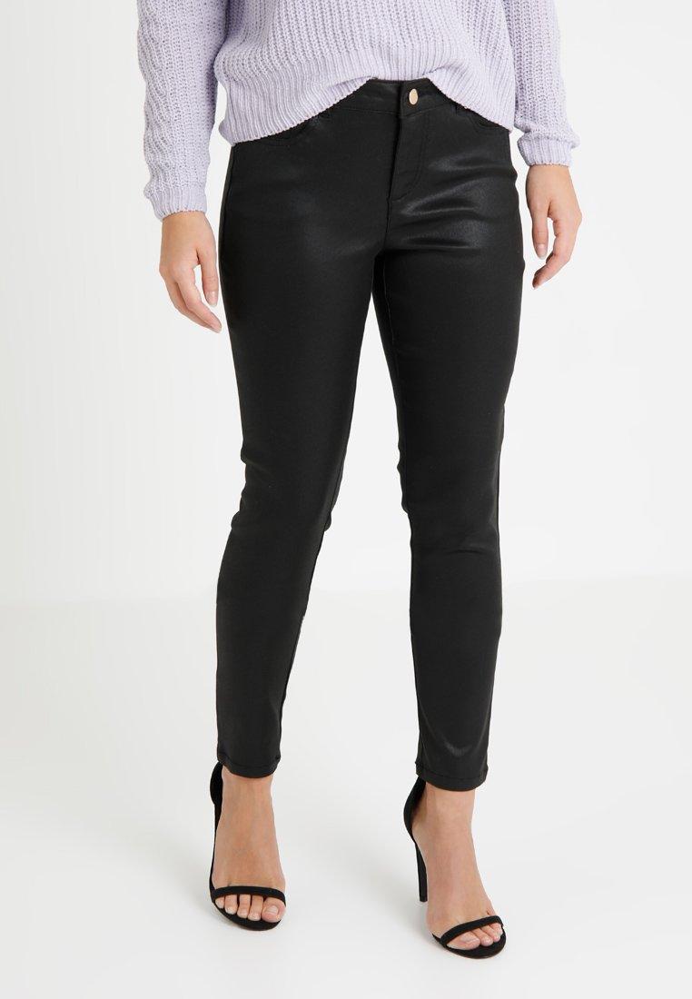 Wallis Petite - COATED FLYFRONT - Pantalones - black