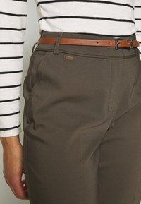 Wallis Petite - DOUBLE FACED BELTED CIGARETTE - Trousers - khaki - 3
