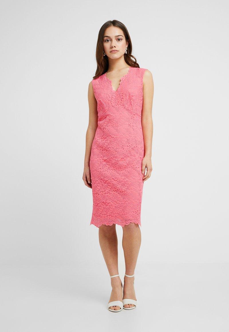 Wallis Petite - SCALLOP V NECK DRESS - Shift dress - coral