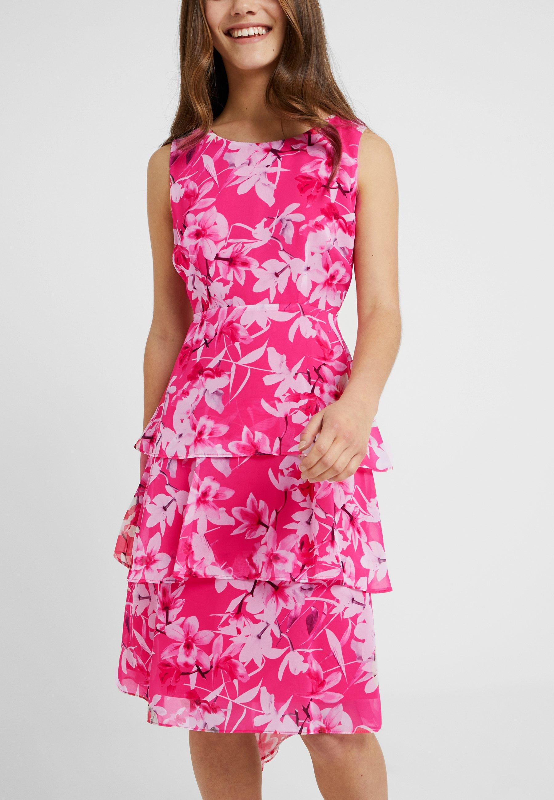 Soirée Wallis Pink Petite Triple Orchid Tiered DressRobe De tsdCxhrQ