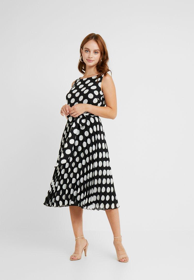 Wallis Petite - SPOT PLEATED DRESS - Sukienka letnia - black