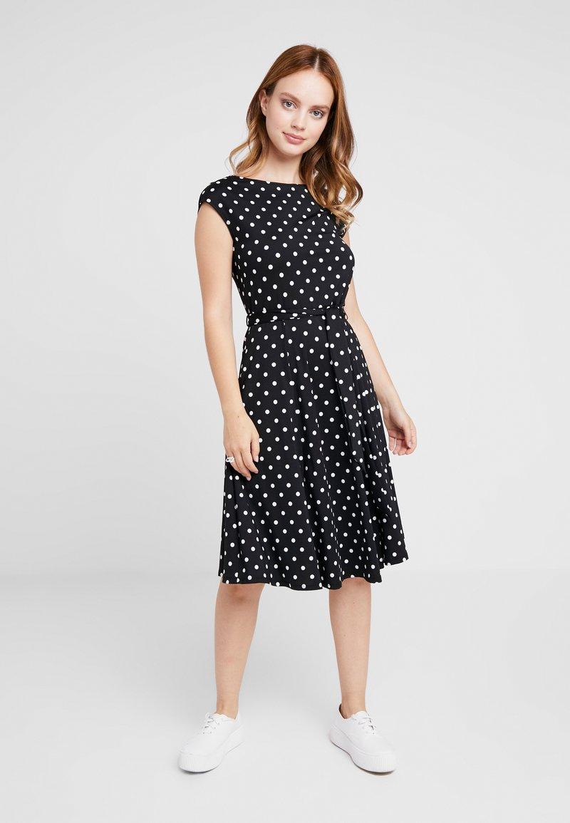 Wallis Petite - SMALL SPOT FIT AND FLARE - Sukienka z dżerseju - black