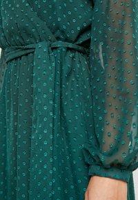 Wallis Petite - DOBBY TIERED MIDI DRESS - Korte jurk - forest green - 6