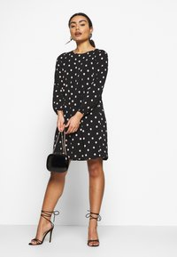 Wallis Petite - SPOT SWING DRESS - Vestido ligero - black - 1