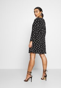 Wallis Petite - SPOT SWING DRESS - Vestido ligero - black - 2