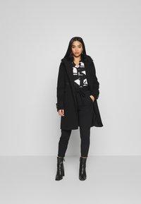 Wallis Petite - GEO ITY - T-shirt à manches longues - black - 1