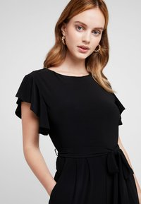 Wallis Petite - FRILL - Tuta jumpsuit - black - 4